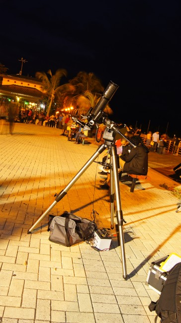 Orion ED80T-CF atop a CG-5 equatorial mount ready to be use in a public outreach of the Sociedad de Astronomía del Caribe at Ponce, Puerto Rico